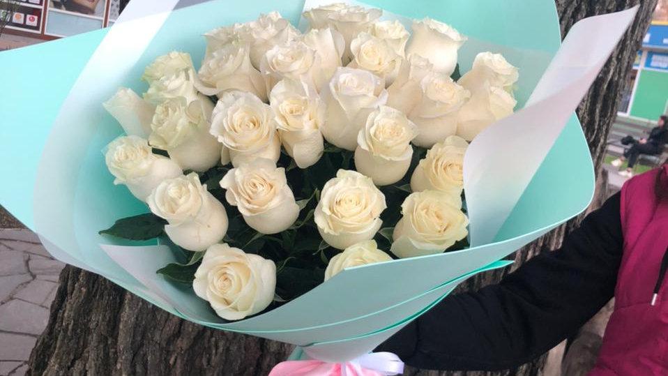 33 Белых розы