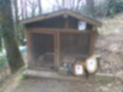 maisonnette pour lapins et cochon d'inde à la foret des lapins qui ouvre ses portes au tourisme à itxassou au pays basque