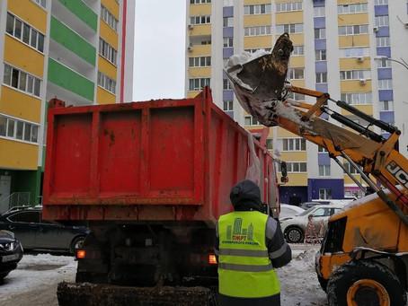 Уборка снега на нашем жил. фонде ...