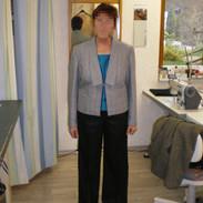 Kombination aus Jacke, Hose und Seidentop