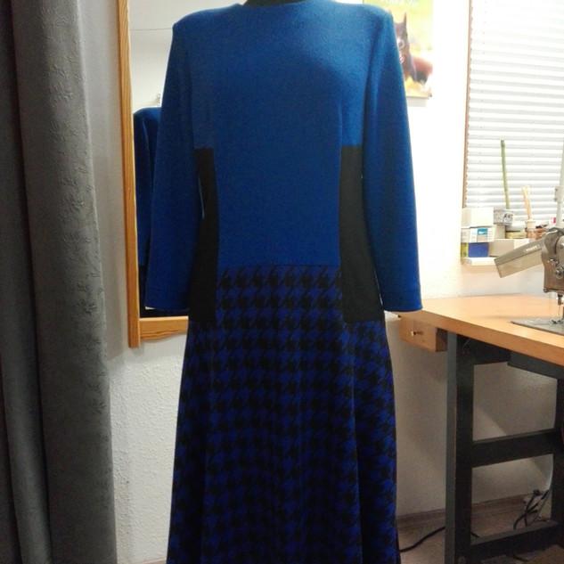 Jerseykleid mit Hahnentritt.jpg
