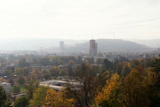 Winterthur im Herbst mit dem roten Turm und Wintower