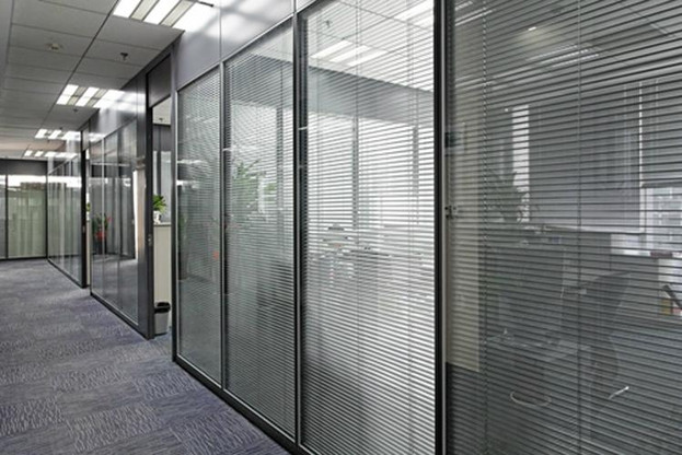 Glass_Partition_with_Blind.jpg
