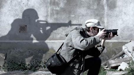 Periodismo en el fuego cruzado