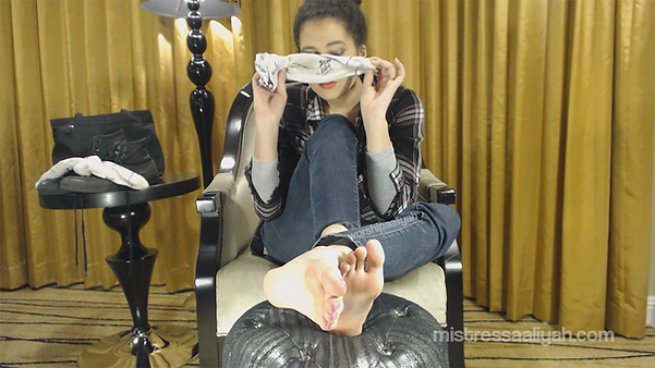 stinky-sock-session_mistress-aaliyah.png