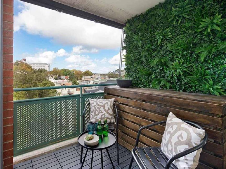 Exterior Green Wall For Suburban-Balcony