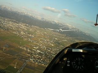 飛行機曳航風景