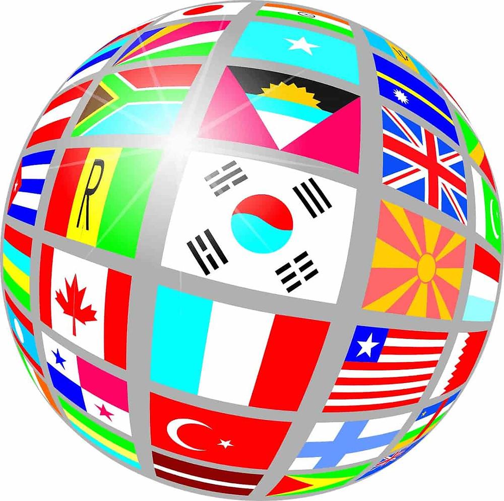 Globe terrestre avec des drapeaux de différentes nationalités