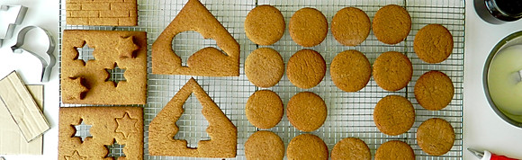 Family Christmas Gingerbread House Workshop | Sunday 15th December 1-4pm