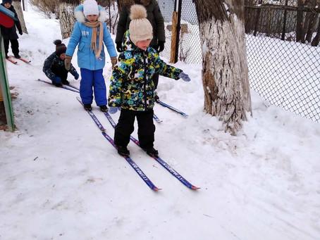 Дети на лыжах: учимся скользить!!!