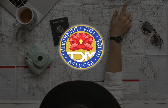 TDM kerek logo mockup.jpg