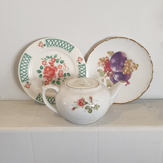 Plate set with jug