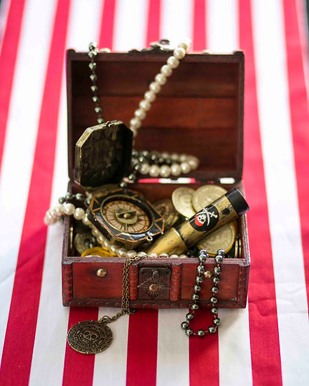 Pirate table centerpiece