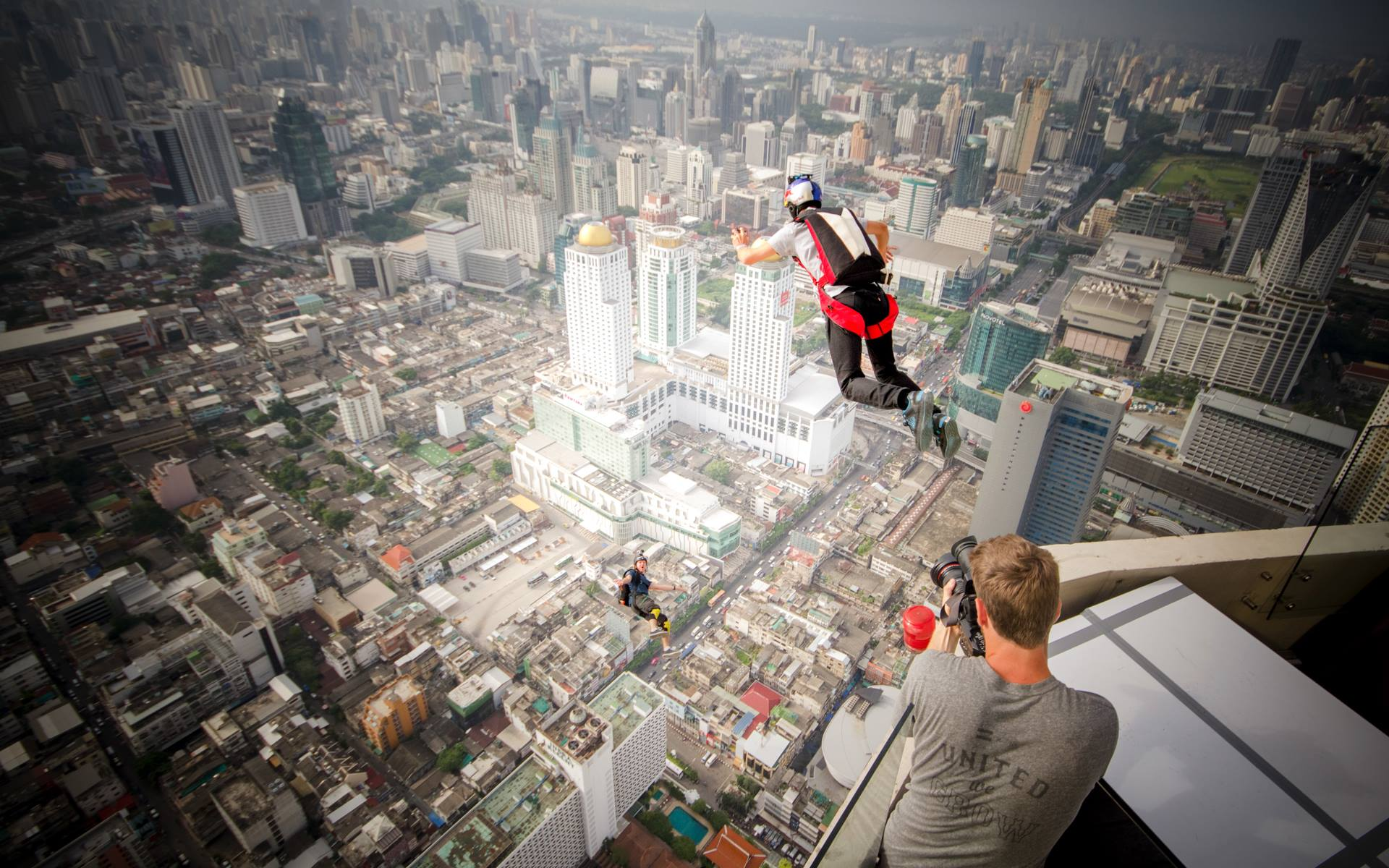 BaseJumping in city