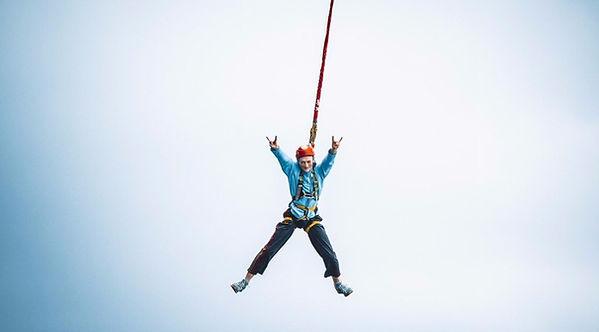 Прыжок с веревкой в Краснодаре Роупджампинг в Сукко. Прыжки с веревкой с крыши. Роупджампинг Краснодар.