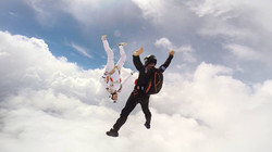 Фрифлай прыжок с парашютом в облаках