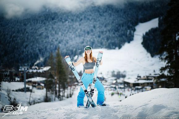 Архыз девушк лыжник