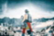 Сноубордист в горах Кавказа