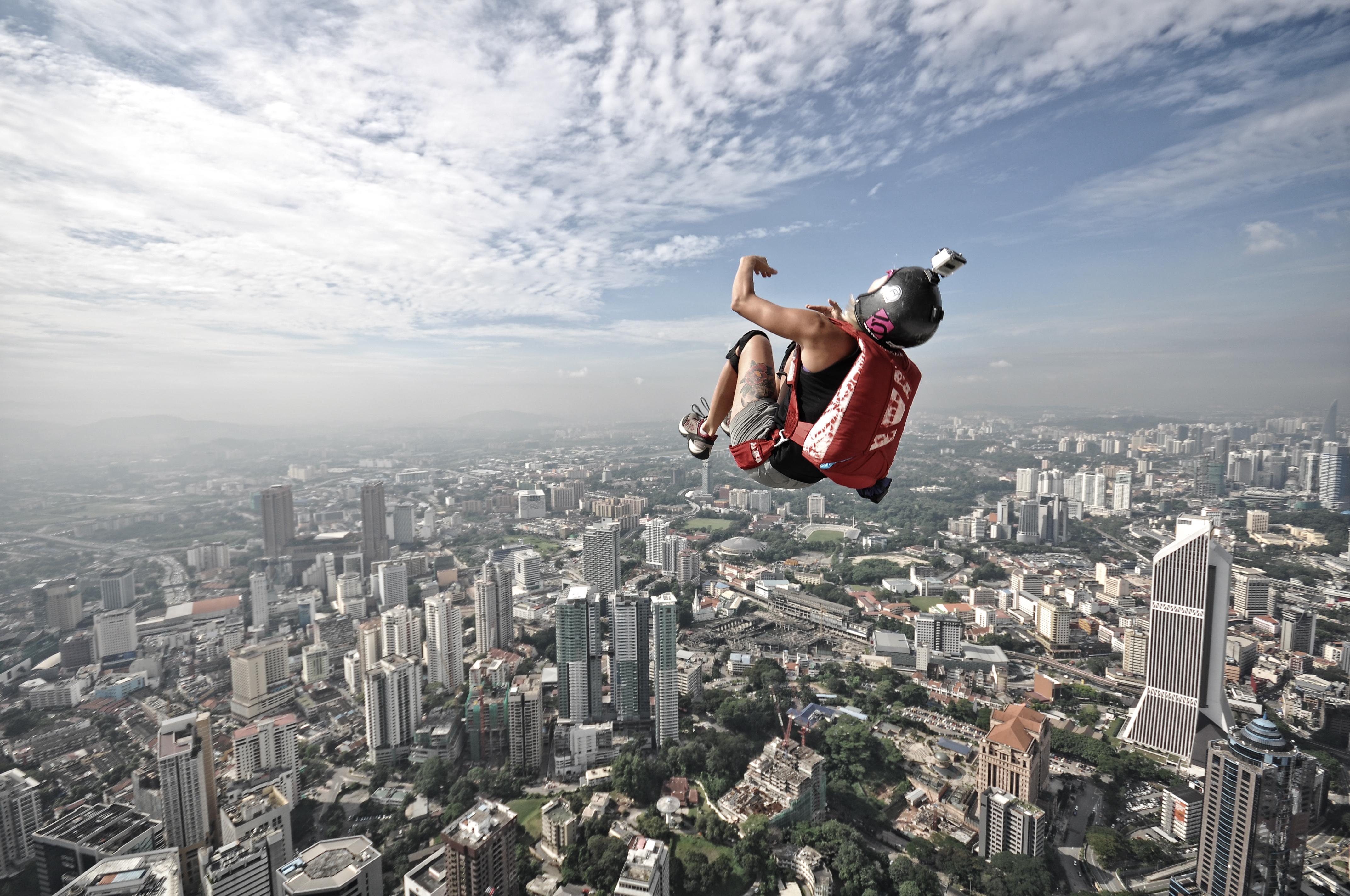 Крутой прыжок с парашютом
