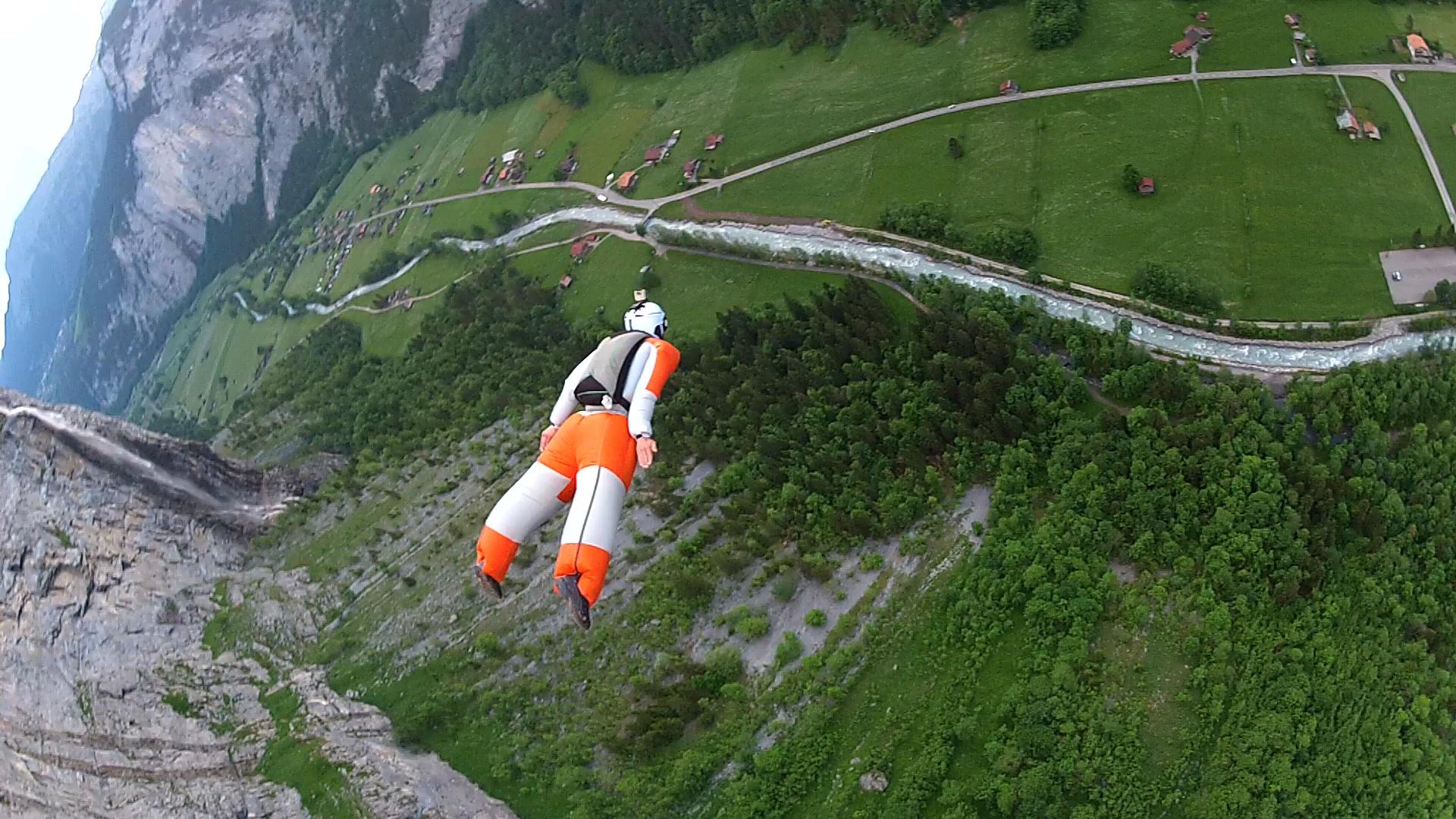 Прыжок в трексьюте со скалы, TUBE-3