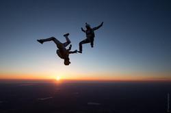 Фрифлай прыжок с парашютом на закате