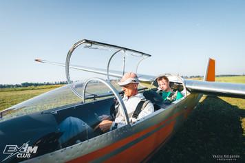 Пассажир и пилот в планере