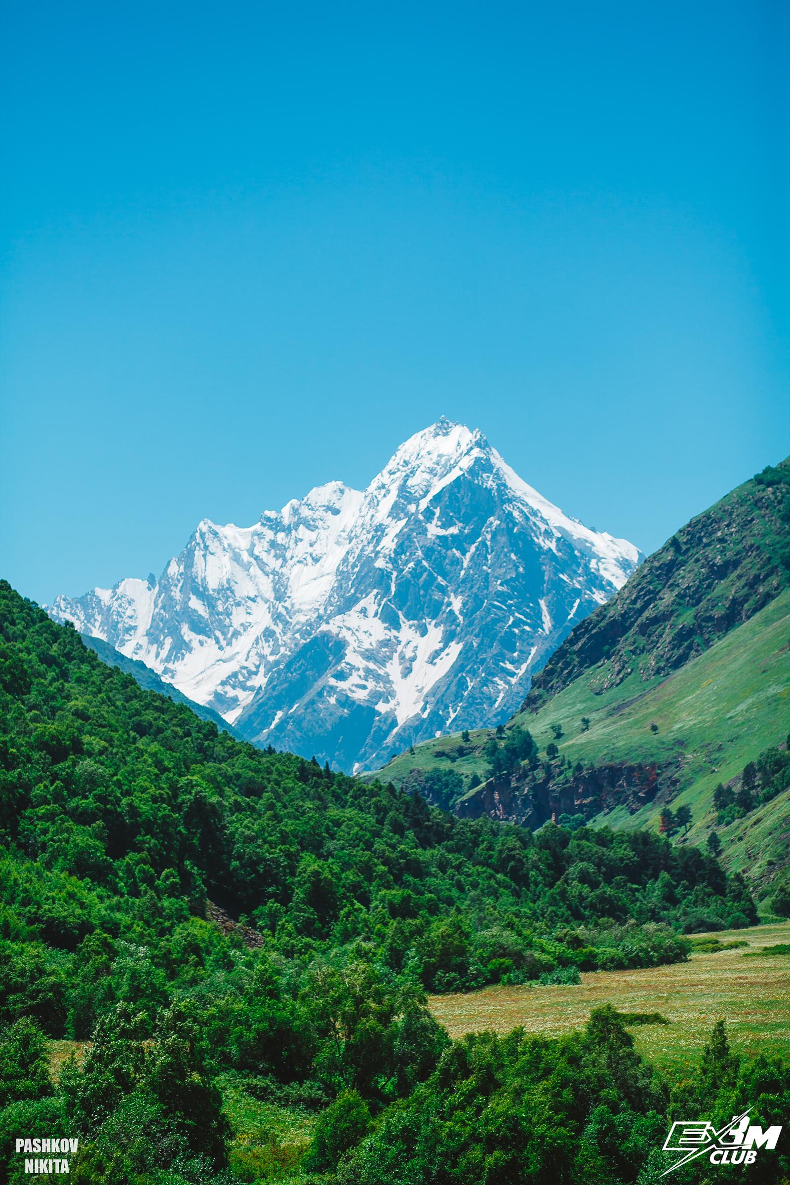 Вид на вершины Безенги из Чегемского