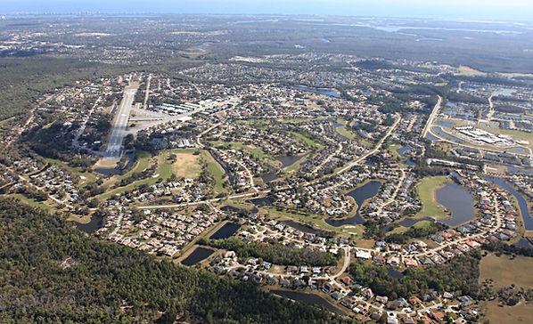 Спрус-Крик, Spruce Creek вид сверху. Фото города. Взлетно-посадочная полоса в центре города. Хочу Летать. Научиться летать на самолете. Полеты на самолетах. Полет в подарок. Сертификат на полет.