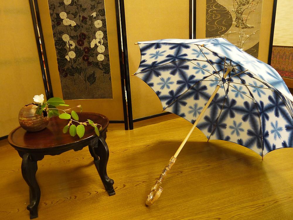 雪花絞り 日傘 墨色 ピンク