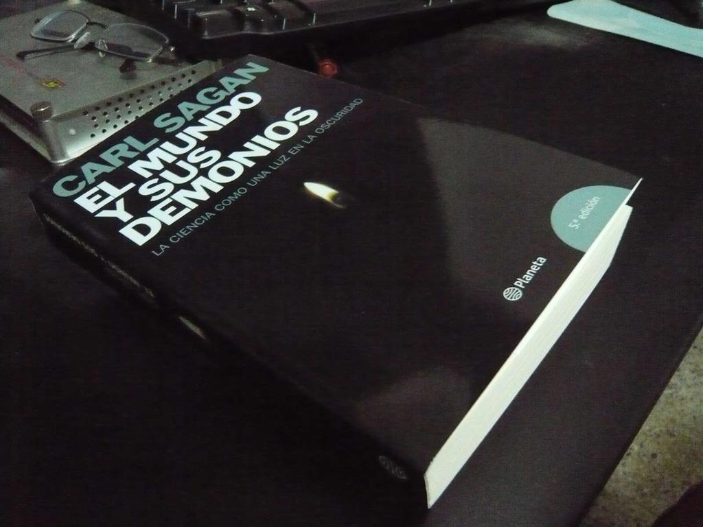 Un libro que debes leer: El mundo y sus demonios. La ciencia como una luz  en la oscuridad