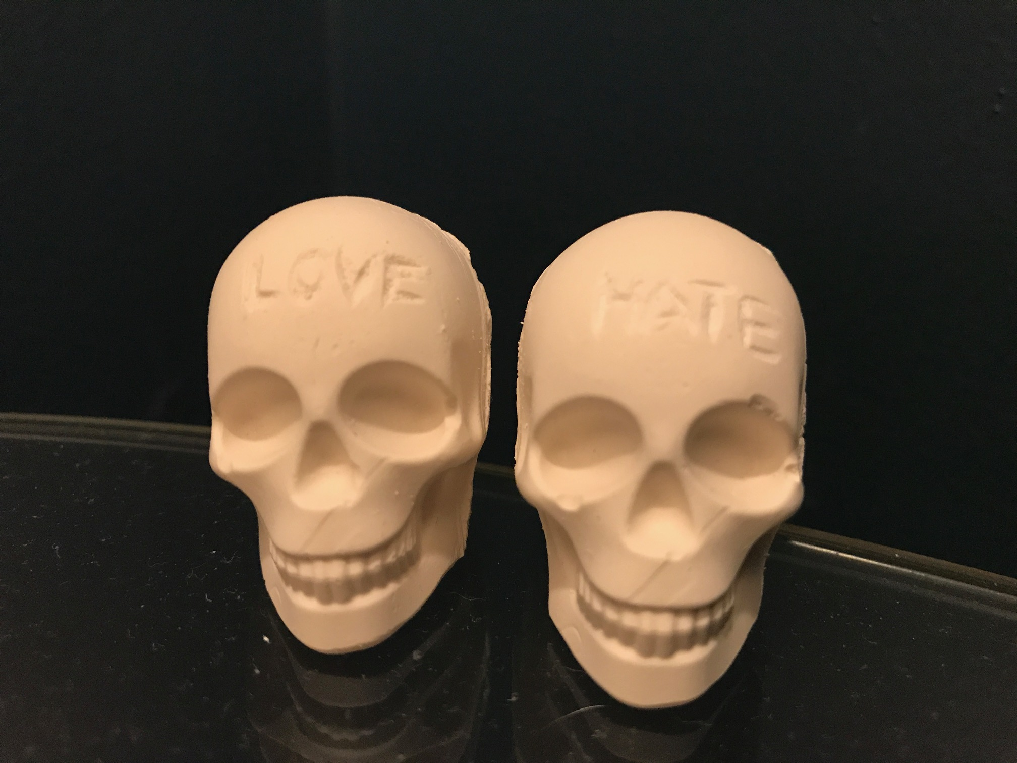skulls love hate