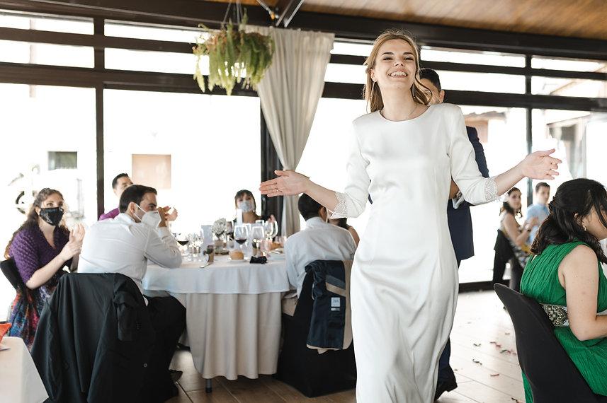 Benjamin Y Nadia_ Sabiñanigo_Fotografia de Boda_Santi Y Jael_Restaurante_Sabiñanigo-197.jp
