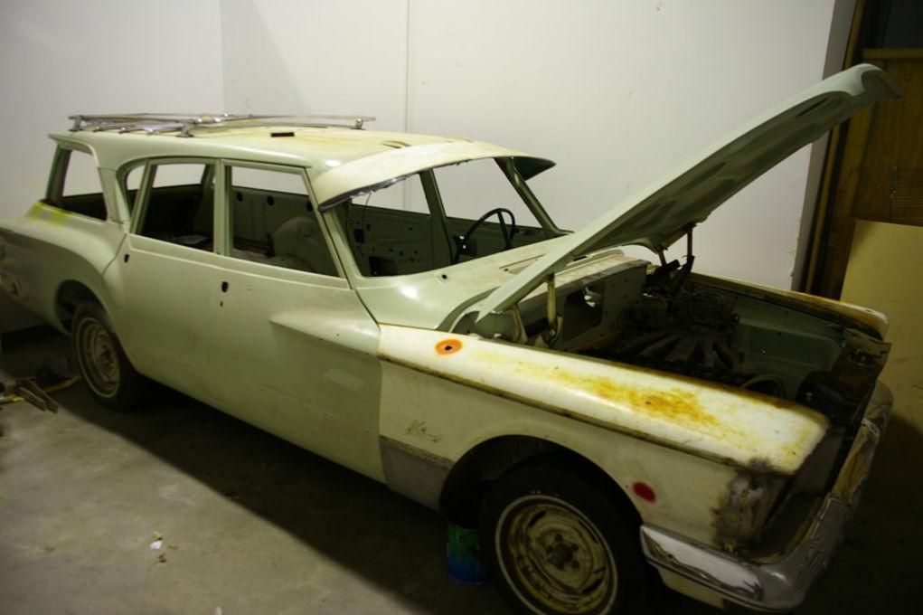 Shime 1961 Plymouth Valiant V200 Suburban Wagon