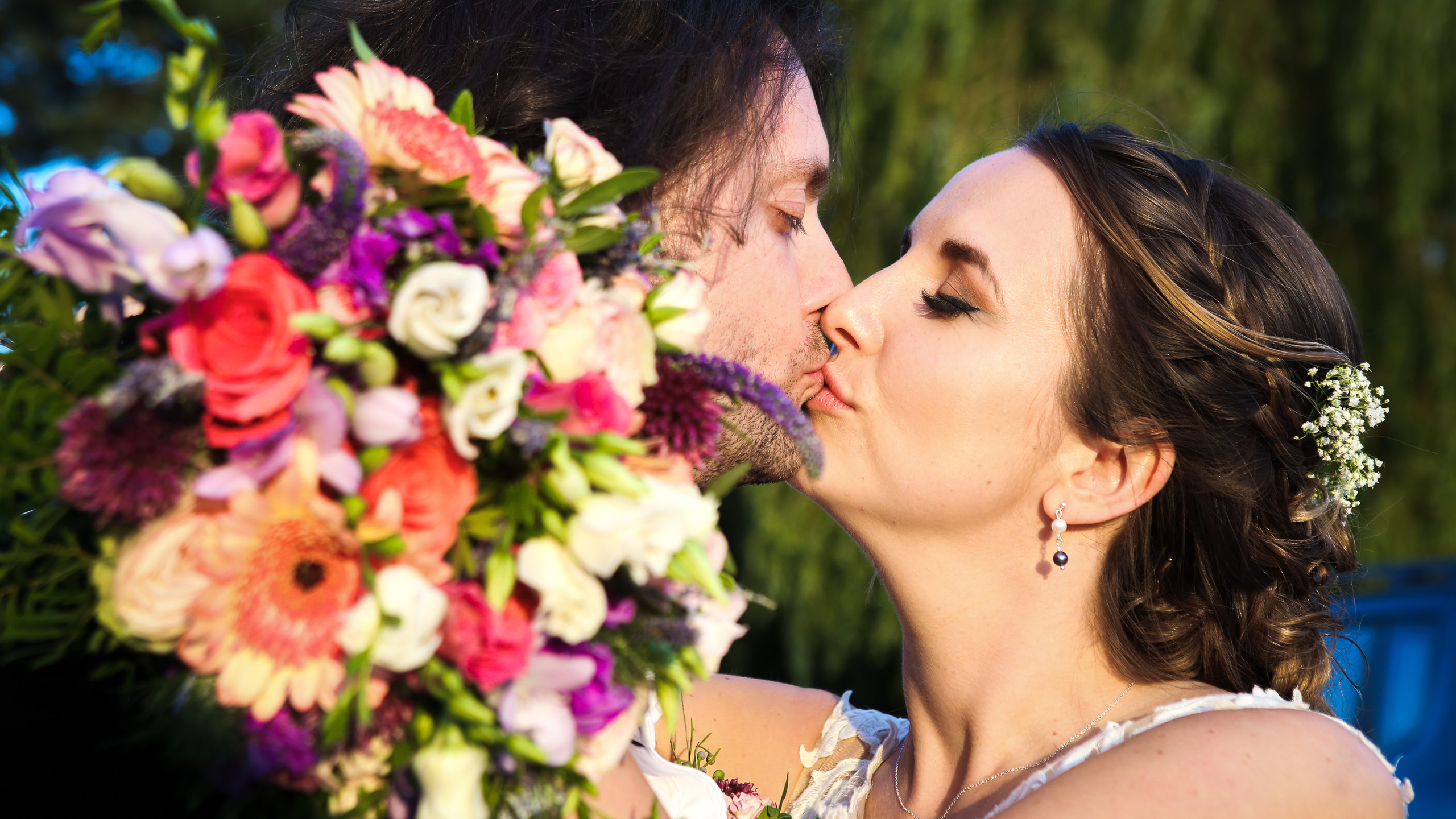 Bouquet Bride and Groom Kissing