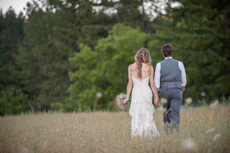 75-tin-roof-barn-white-salmon-wedding-.j