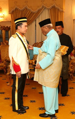 Datoship ceremony by Pahang Sultan