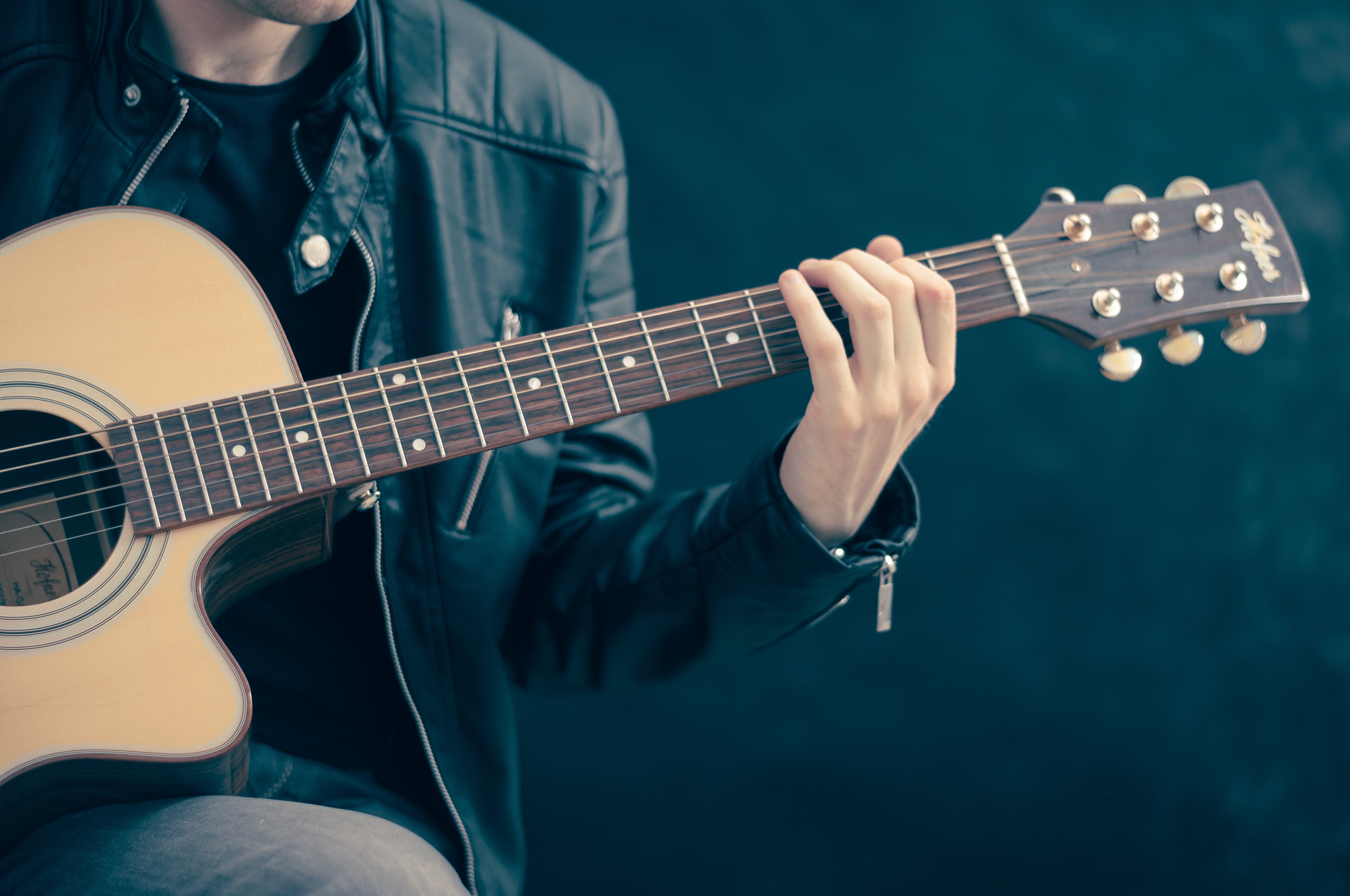 Guitar, Ukulele or Bass 1 hour