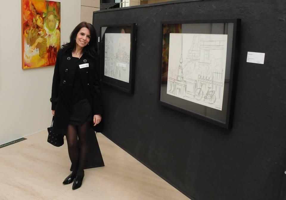 Cláudia Lente é desenhista industrial e artista plástica graduada pela Fundação Armando Álvares Penteado (FAAP).