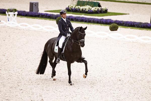 Ballet a cavalo em homenagem a Rodolpho Riskalla, prata em Tóquio, movimenta o Indoor SHP