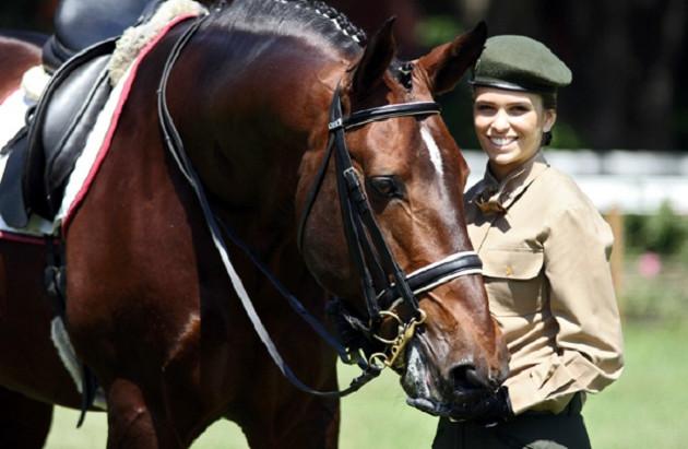 Exército Brasileiro presta homenagem aos atletas militares do hipismo Adestramento