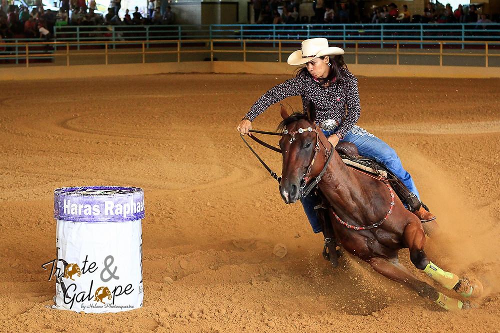 Haras Raphaela - Leticia Mamede competindo nos Três Tambores