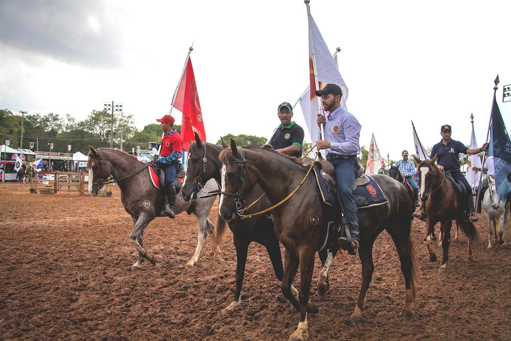 Foto 1: O desfile das bandeiras acontecerá na tarde deste sábado (14).  Crédito: Márcio Mitsuishi.