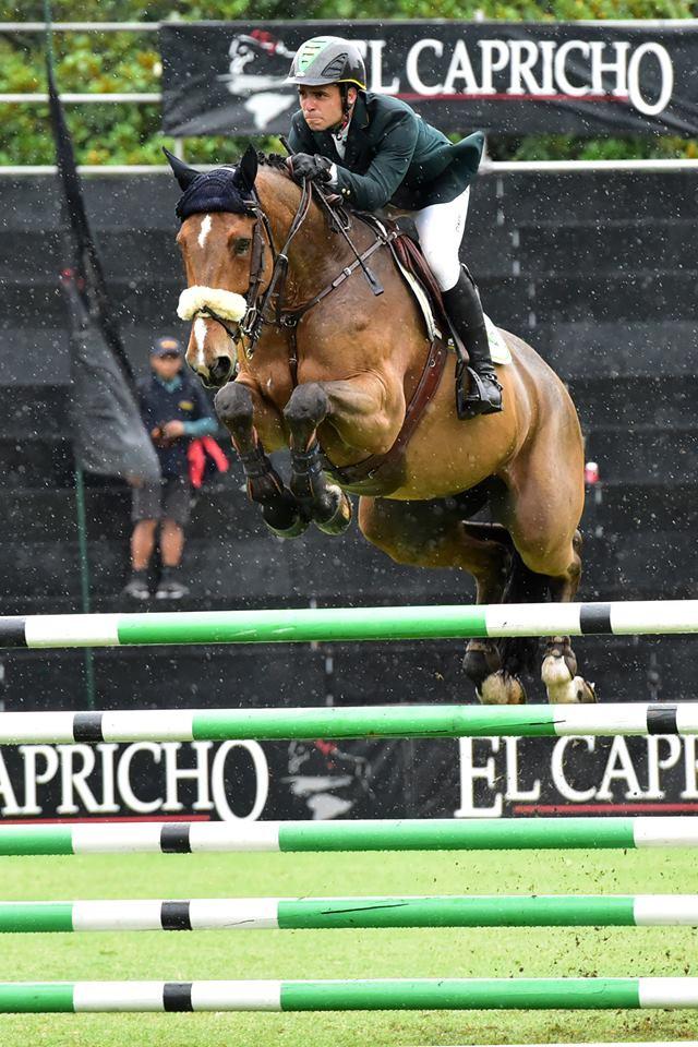 Stephan Barcha em ação com Artois D Avillon; duplo zero na 2ª qualificativa (Hector Garrido)