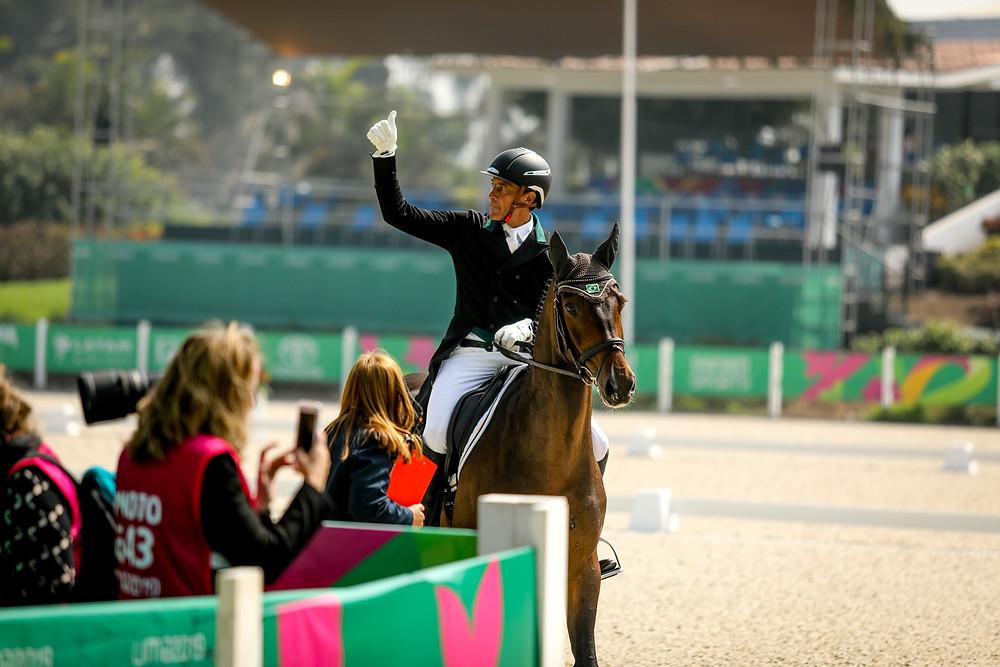 Marcelo Tosi, medalhista pan-americano, com Starbucks: melhor resultado do dia (CBH - Luis Ruas)