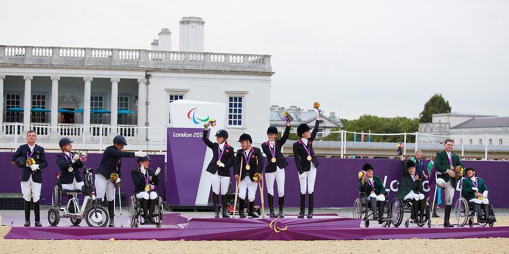 Equipe de Londres 2012 no pódio: Grã-Bretanha levou o ouro, Alemanha a prata e Irlanda o bronze (foto Liz Gregg/FEI)