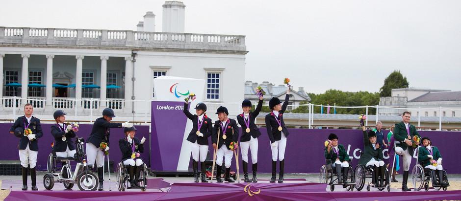 Atletas paraequestres de 29 nações se preparam para a batalha por medalhas paralímpicas