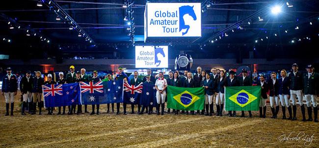 Desfile das delegações contou com a presença de representantes da Argentina, Austrália, Brasil, Grã Bretanha, México, Nova Zelândia e Peru.