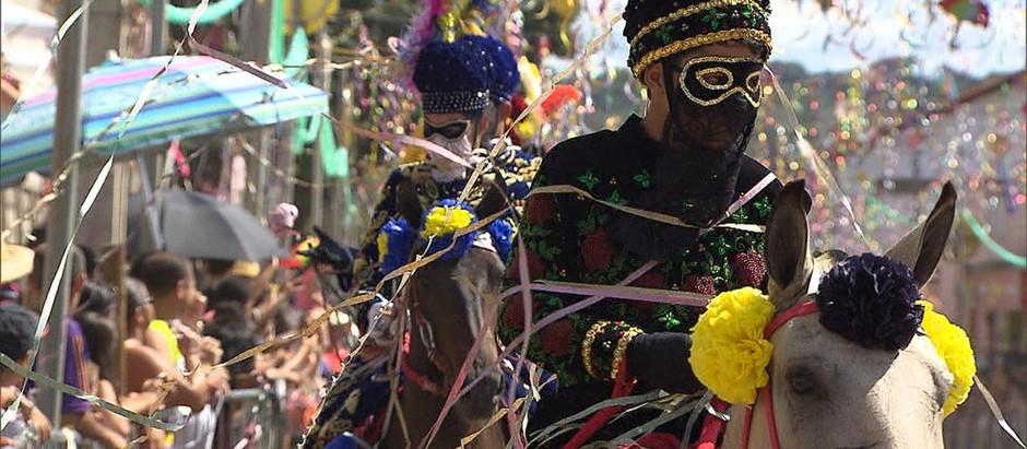 Bonfim, na região central mineira, mantém tradição do carnaval a cavalo