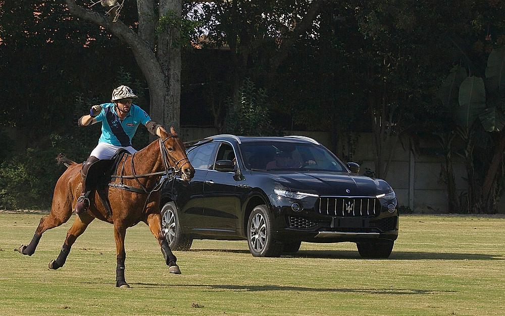 Máquina versus Cavalo, uma das atrações da tarde de sábado, GG / Gustavo Garcia largou na frente