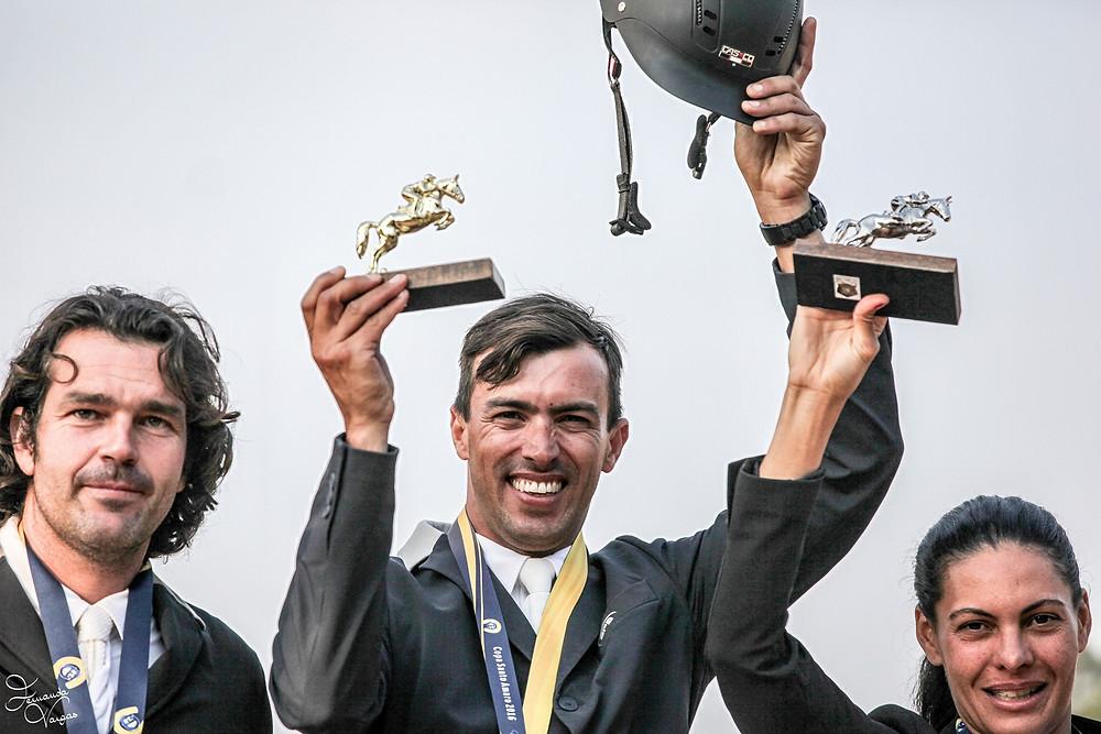 Mais uma vez, a festa foi santamarense com a vitória de Rodrigo Chaves Nunes/Aachen Ipiranga, que fez duplo zero e 34s21 no percurso decisivo. Andrea Guzzo Muniz Ferreira/Constantin JMen (0-35s17), também representante do CHSA foi a vice-campeã.